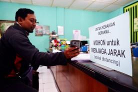 Penerapan Social Distancing Dalam Pelayanan Kelurahan Ngampilan