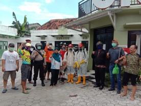 Bersama Anggota DPRD Kota Yogyakarta, Kelurahan Ngampilan Gelar Penyemprotan Disinfektan