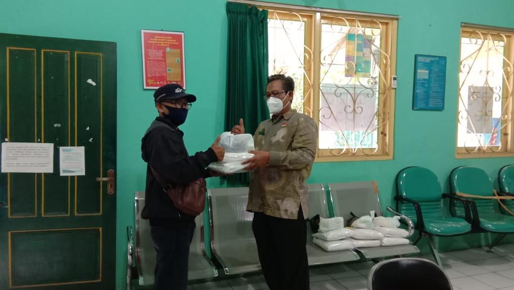 Penyerahan Bantuan Desinfektan ke Ketua KTB