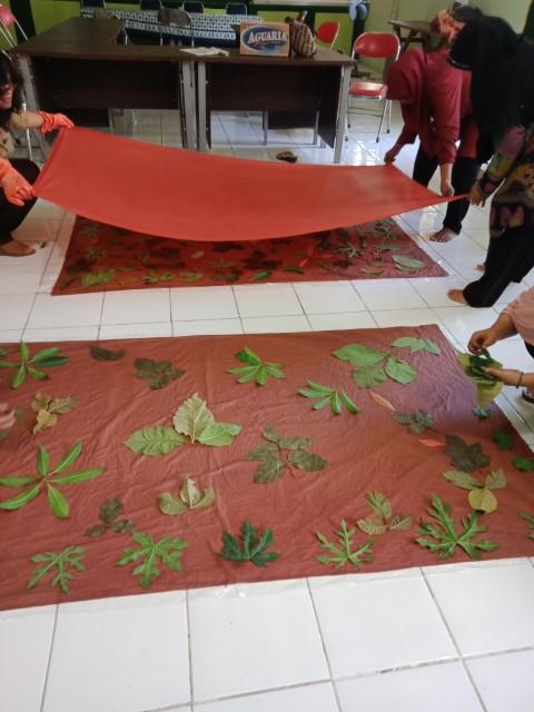 Pelatihan Batik Ecoprint